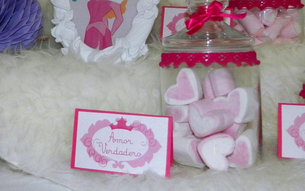 detalle cumpleaños princesas Cumpleaños Bella Durmiente mesa dulce rosa