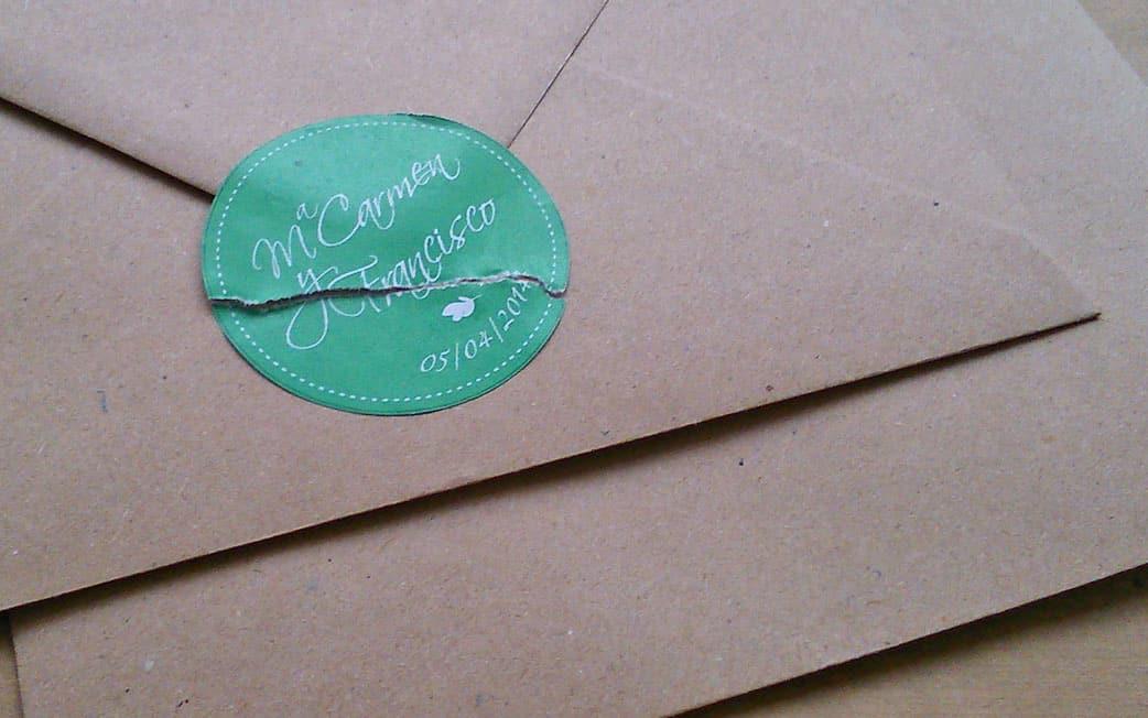 ZAZU invitación rústica en kraft y verde detalle