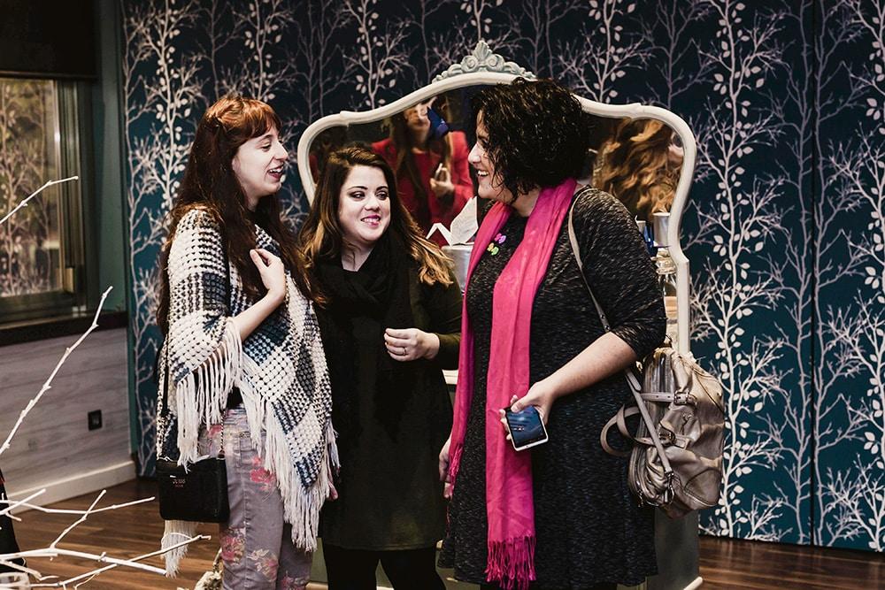 Conversación tres chicas Evento Origami Forest