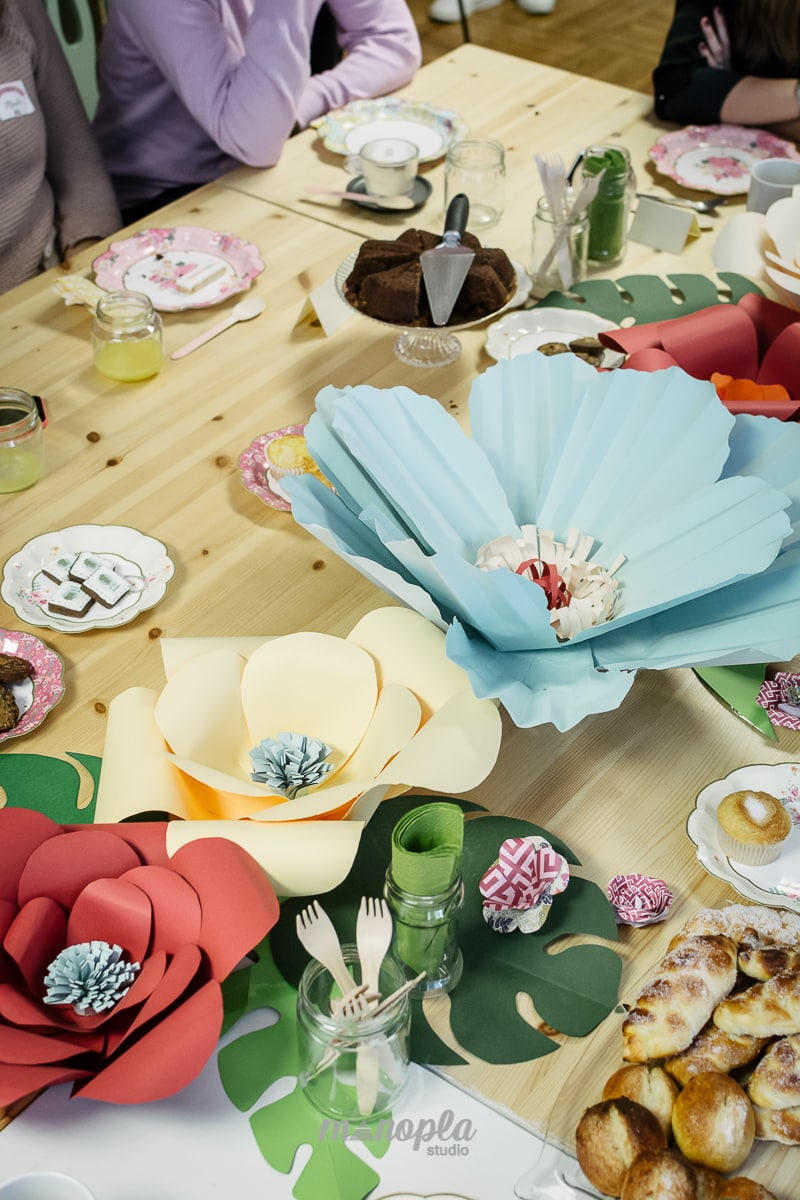 detalle flores gigantes Desayuno Casadas y Prometidas