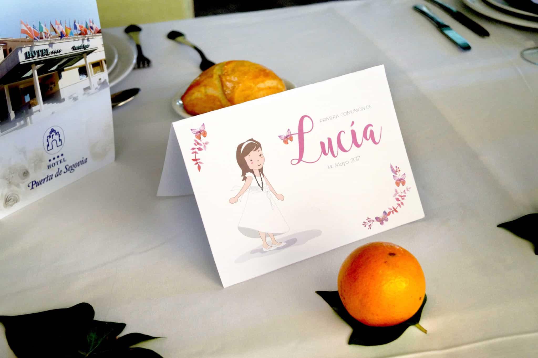 Detalle de la cartelería en la mesa de Comunión de Lucía