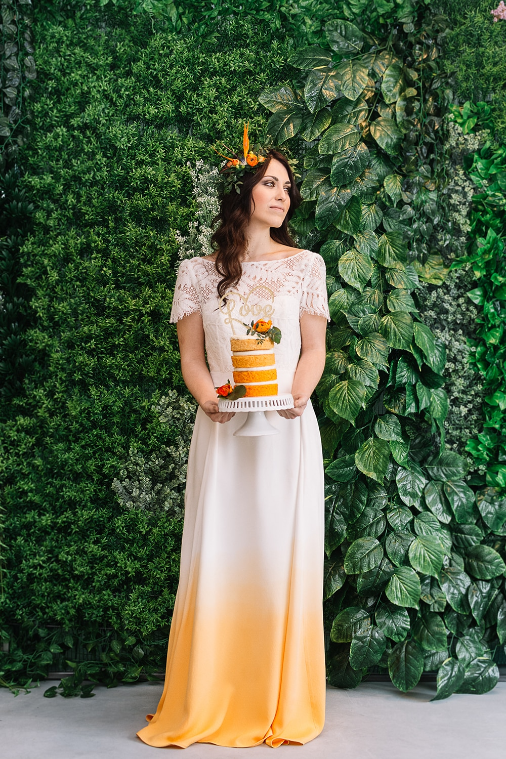 novia con nakked cake boda naranjas toper love. All you need is color boda naranja