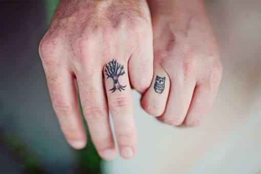 Tatuajes de compromiso para novios no convencionales