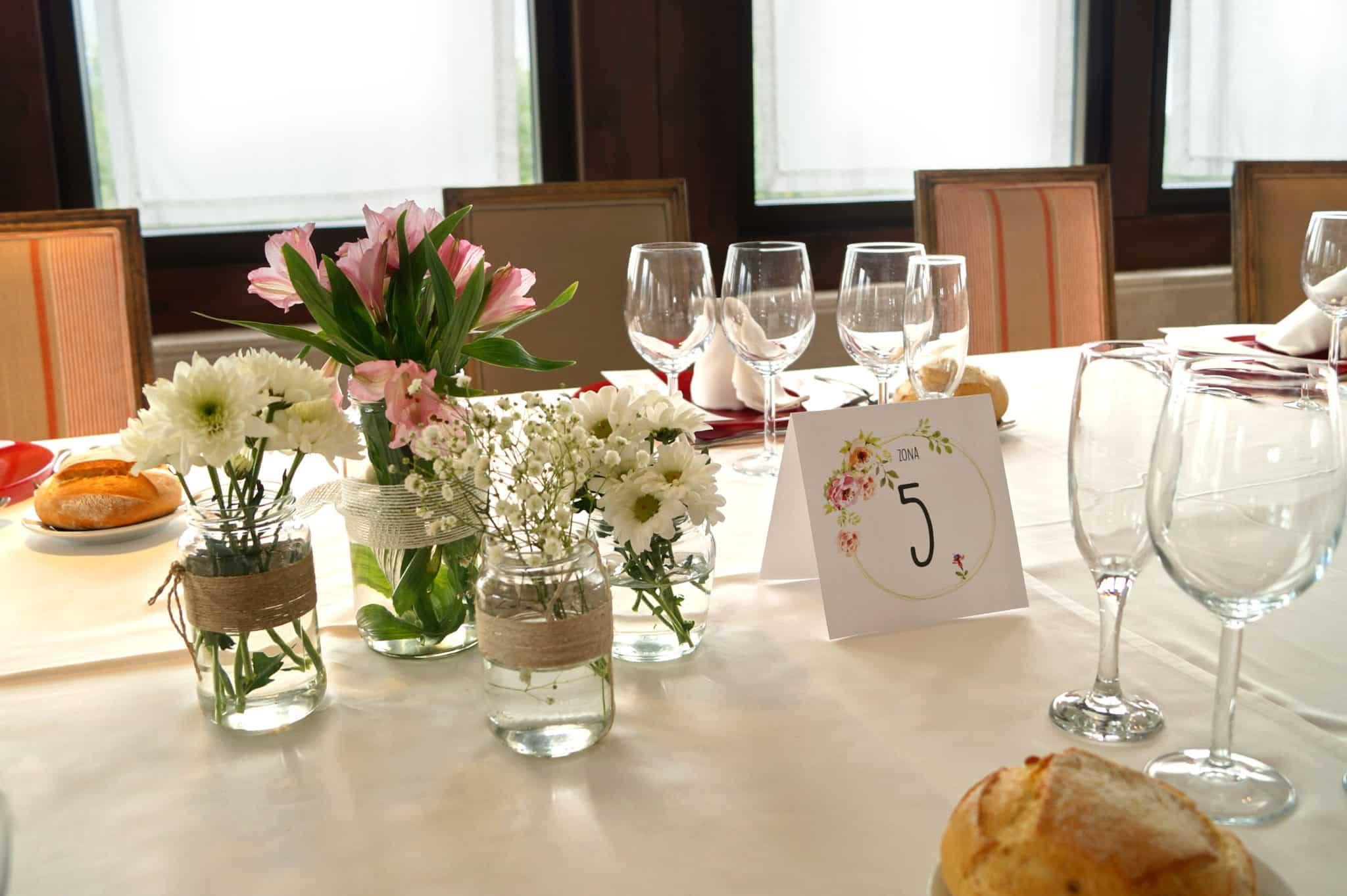 Centro de mesa y mesero de boda carlota y javi