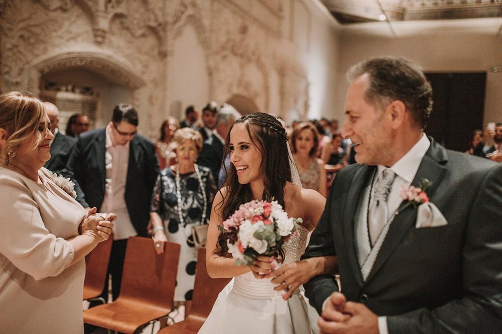 novia y padrino boda parador de alcalá de henares boda festival BodaFest Ana y Juanma foto ernesto villalba