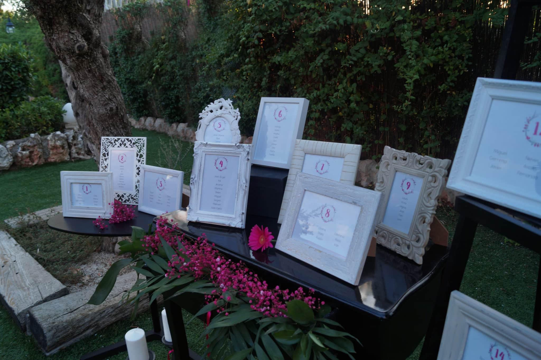Seating con marcos de fotos de la ZAZUboda BeayDavid, romantica y elegante
