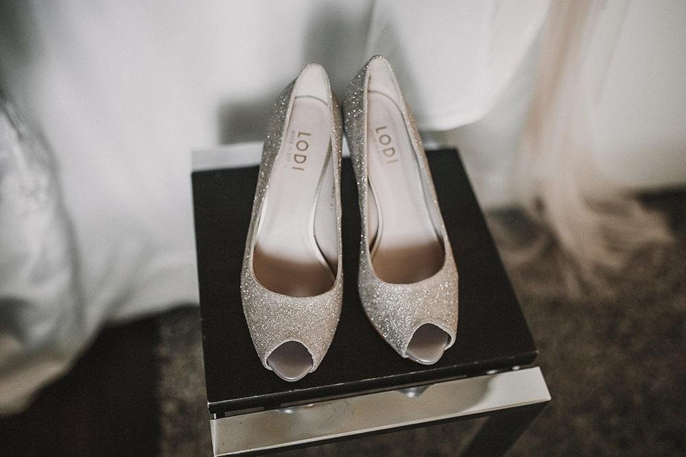 zapatos lodi boda parador de alcalá de henares boda festival BodaFest Ana y Juanma foto ernesto villalba