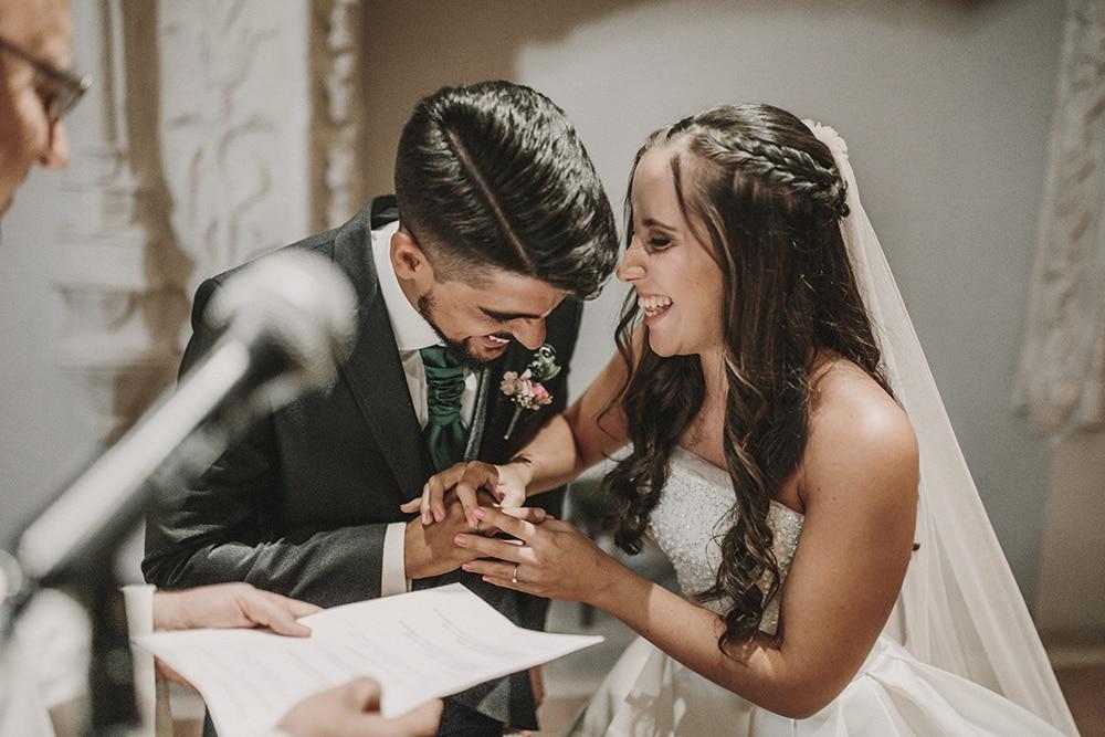 risas novios boda parador de alcalá de henares boda festival BodaFest Ana y Juanma foto ernesto villalba