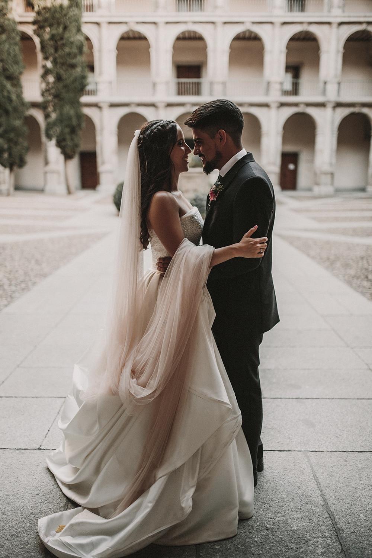 novios boda parador de alcalá de henares boda festival BodaFest Ana y Juanma foto ernesto villalba