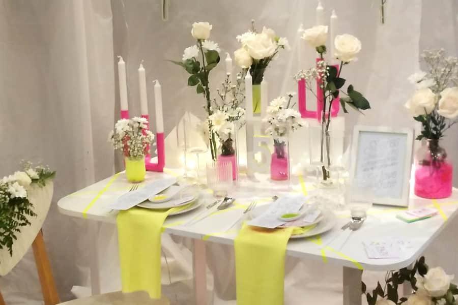 Mesa romántica de inspiración fluor diseñada por ZAZU
