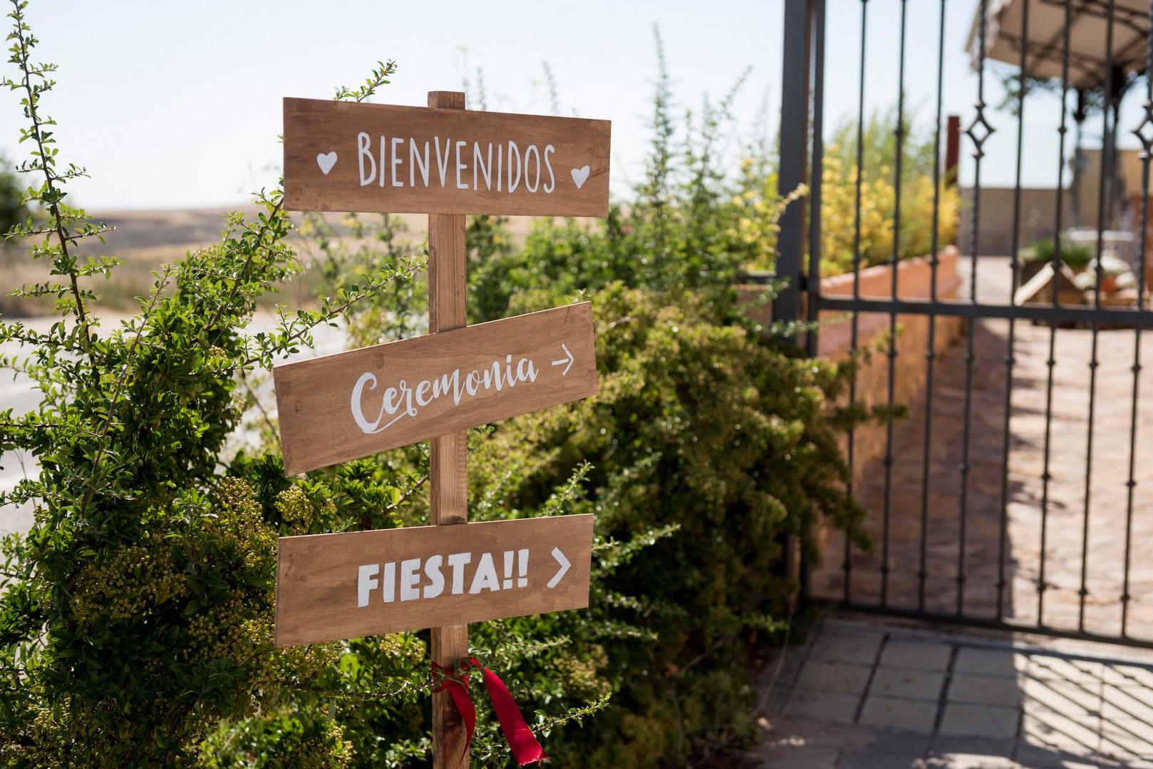 bienvenido totem ZAZU-boda-divertida-en-rojo-Segovia UNA BODA DIVERTIDA EN SEGOVIA