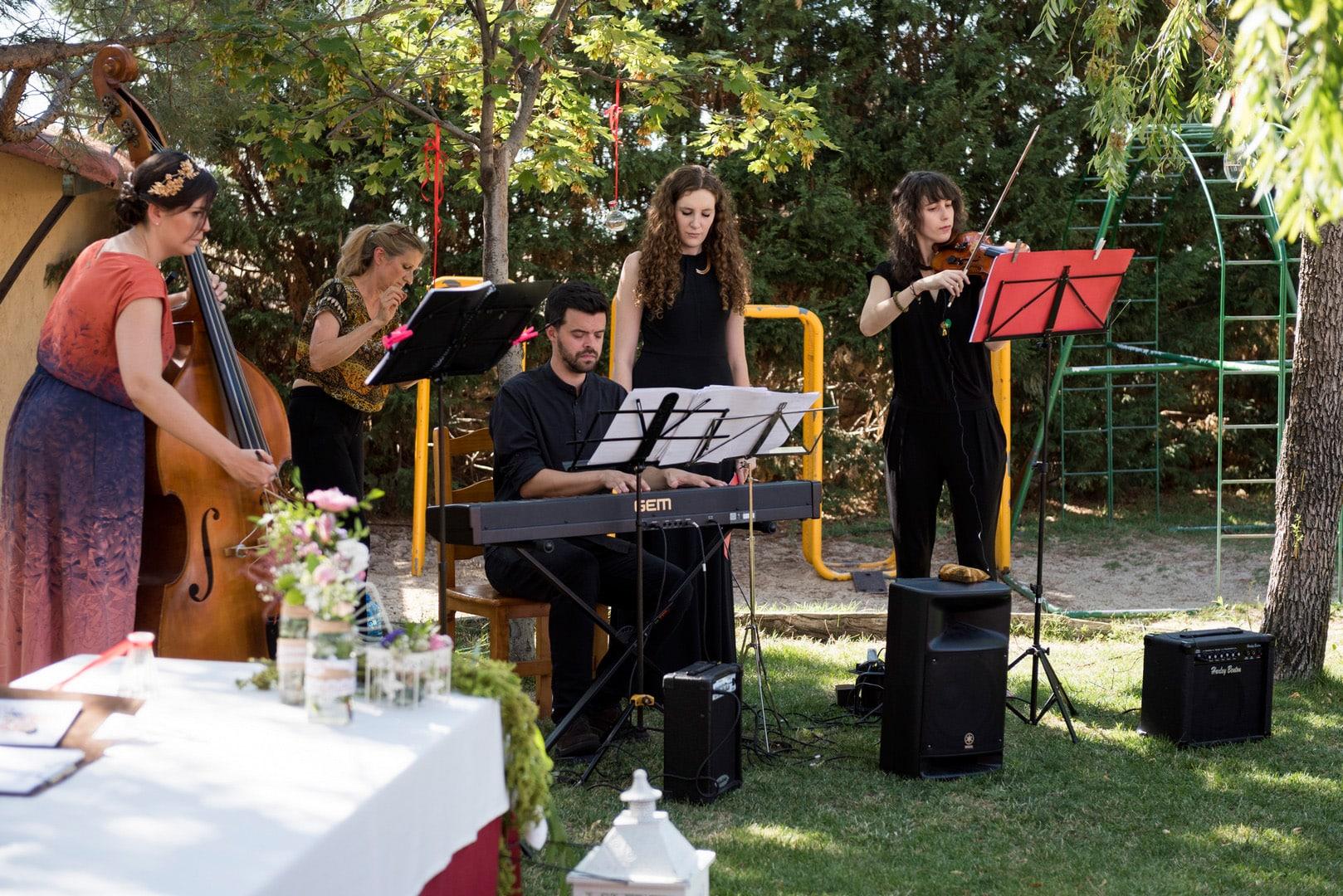 seleggio ZAZU-boda-divertida-en-rojo-Segovia UNA BODA DIVERTIDA EN SEGOVIA