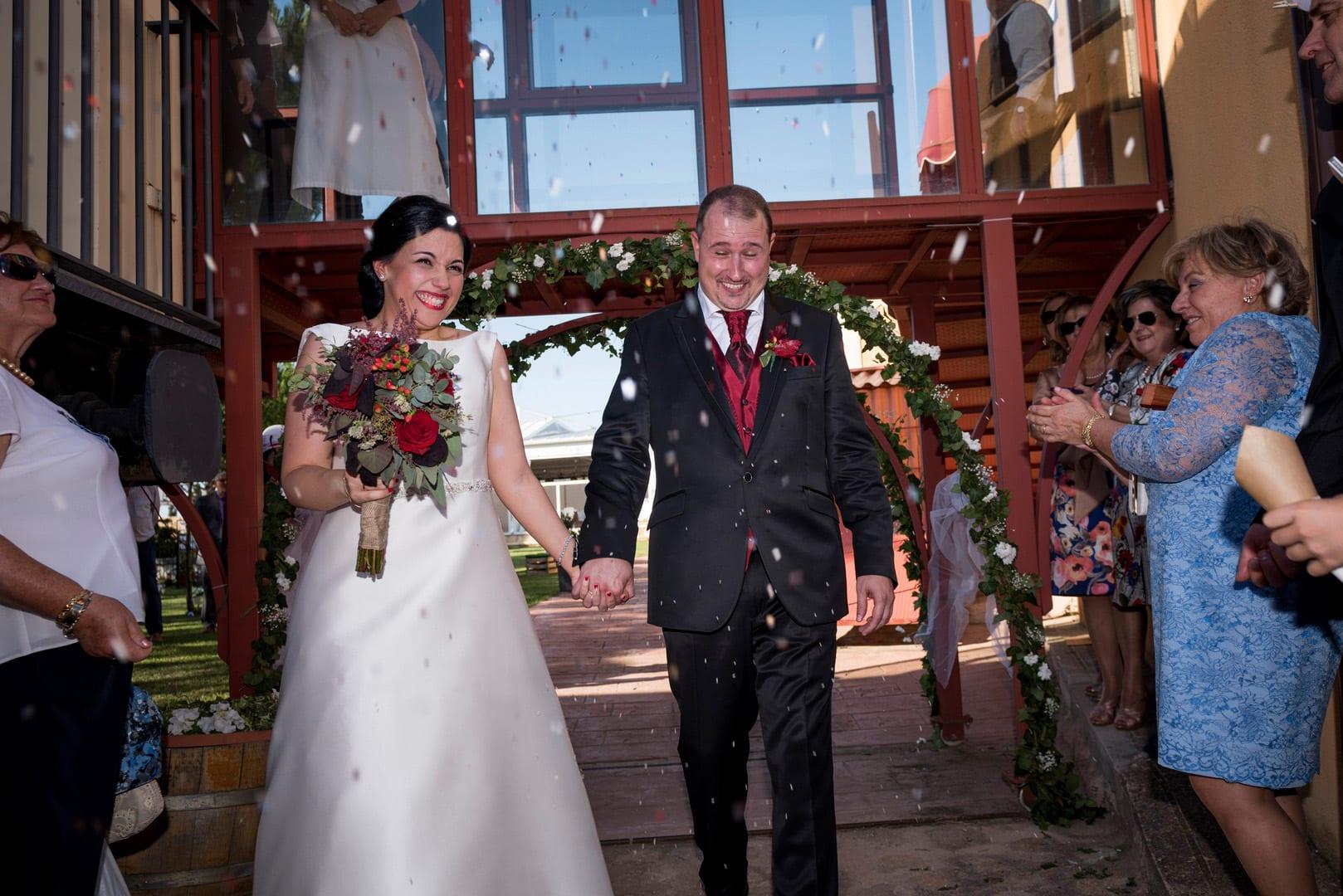 arroz ZAZU-boda-divertida-en-rojo-Segovia UNA BODA DIVERTIDA EN SEGOVIA