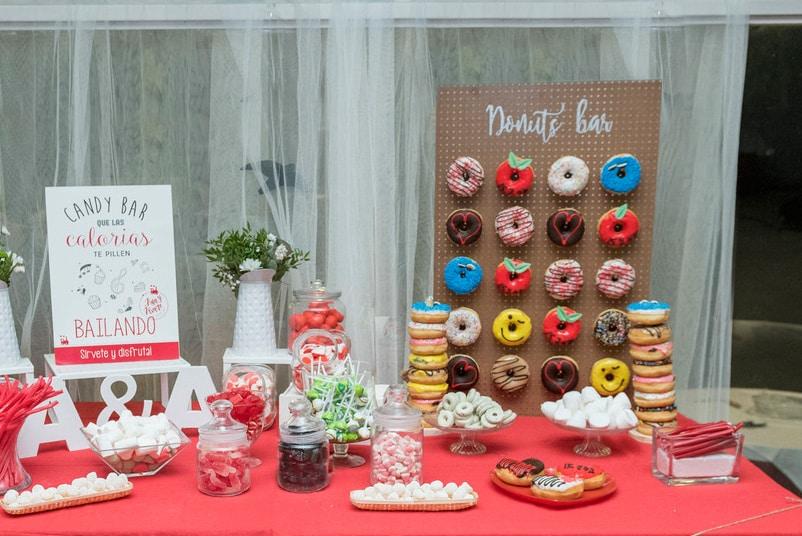 donuts bar ZAZU-boda-divertida-en-rojo-Segovia UNA BODA DIVERTIDA EN SEGOVIA