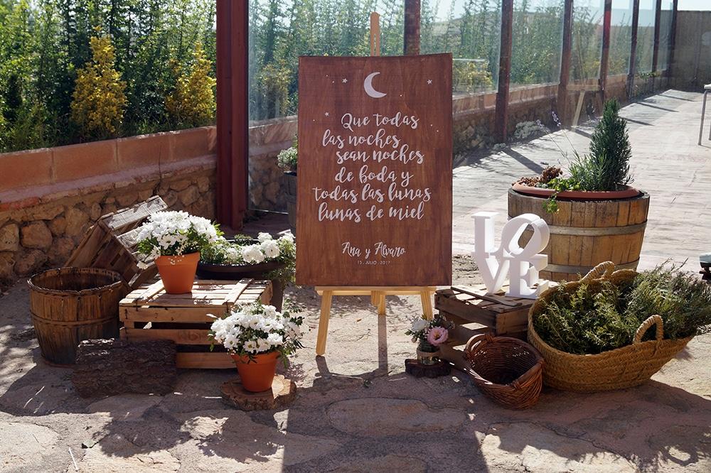 bienvenida rustico ZAZU-boda-divertida-en-rojo-Segovia UNA BODA DIVERTIDA EN SEGOVIA