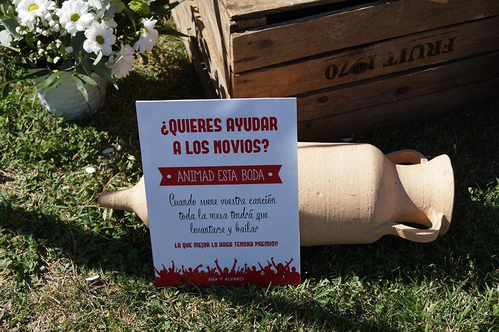 cartel seating ZAZU-boda-divertida-en-rojo-Segovia UNA BODA DIVERTIDA EN SEGOVIA