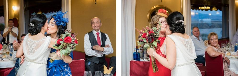 Entrega ramo flores ZAZU-boda-divertida-en-rojo-Segovia