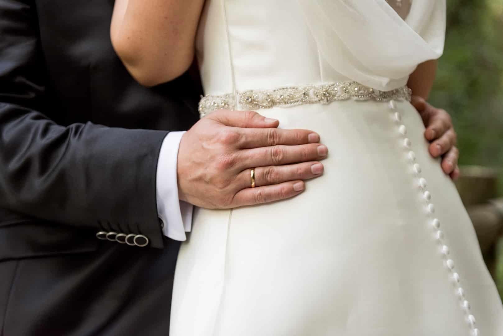 Detalle vestidoNovia ZAZU-boda-divertida-en-rojo-Segovia25