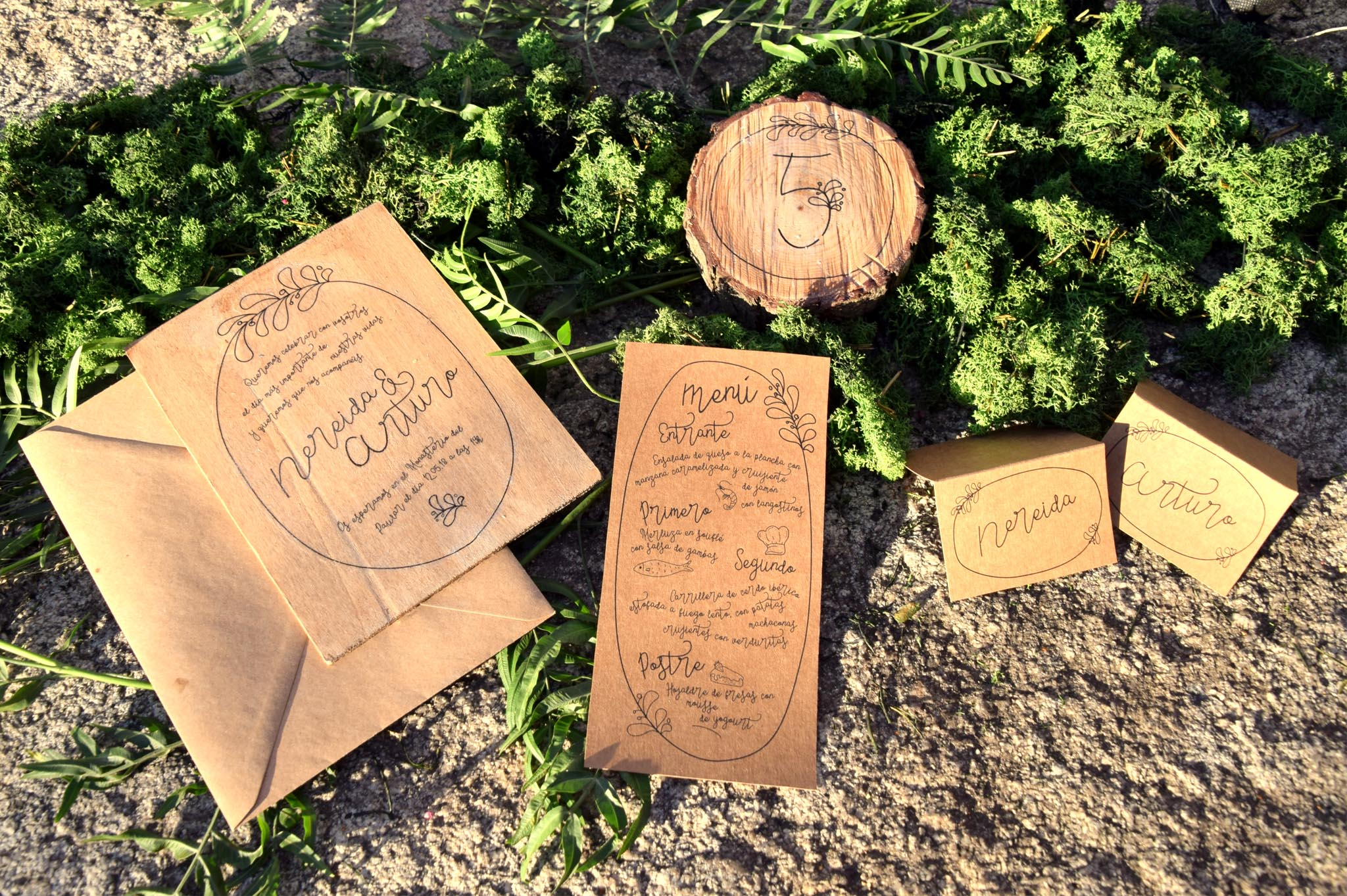 Invitación de madera papelería kraft para boda rustica