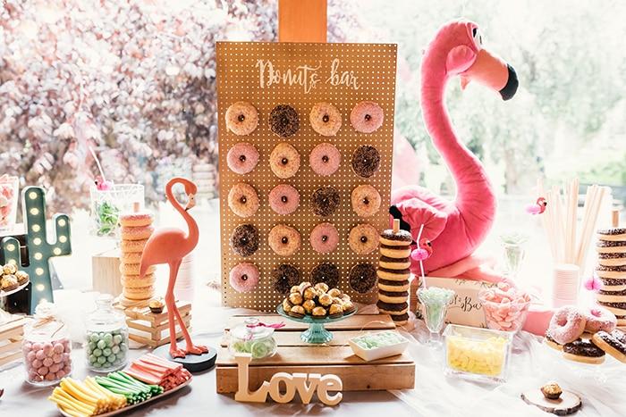 Momentabodas - Nuria _ David - Boda rustica en segovia Candy Bar flamencos Candy bar rosa