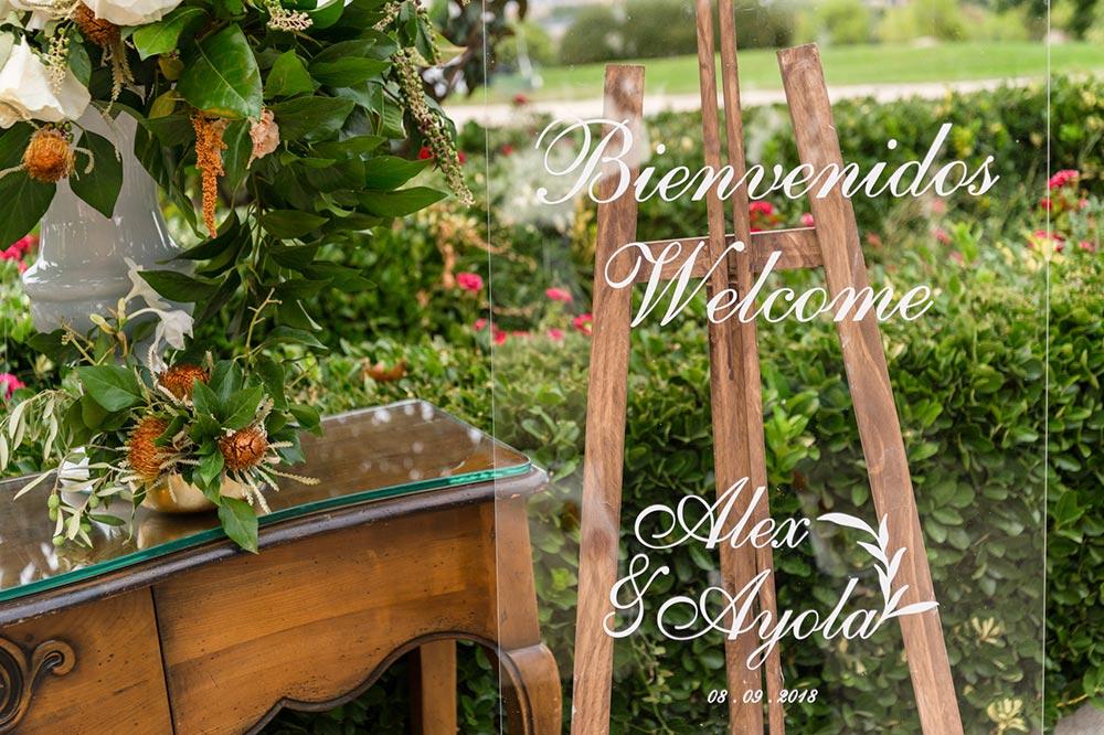 bodegón bienvenida boda-elegante-y-moderna-en-dorado01 cartel de metácrilato
