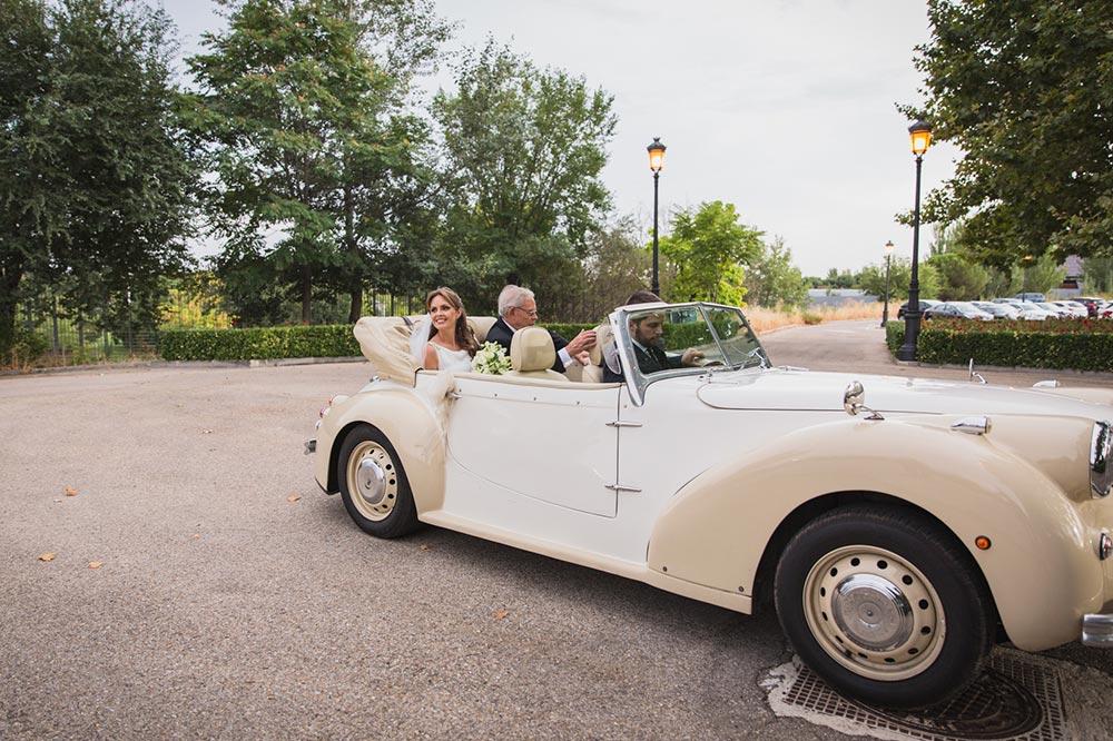 llegada novia en coche boda-elegante-y-moderna-en-dorado010