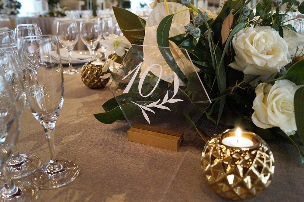 numero de mesa de metacrilato boda-elegante-y-moderna-en-dorado01 cartel de metácrilato