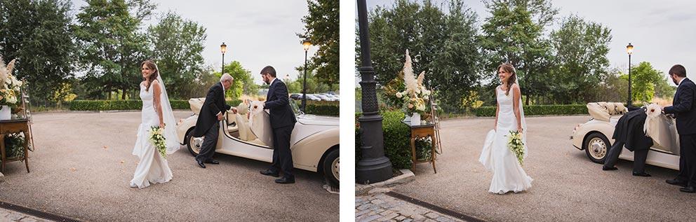 llegada novia nerviosa coche clasico boda-elegante-y-moderna-en-dorado010
