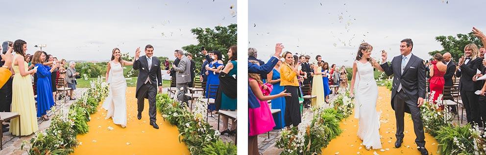 salida novios ceremonia boda-elegante-y-moderna-en-dorado010