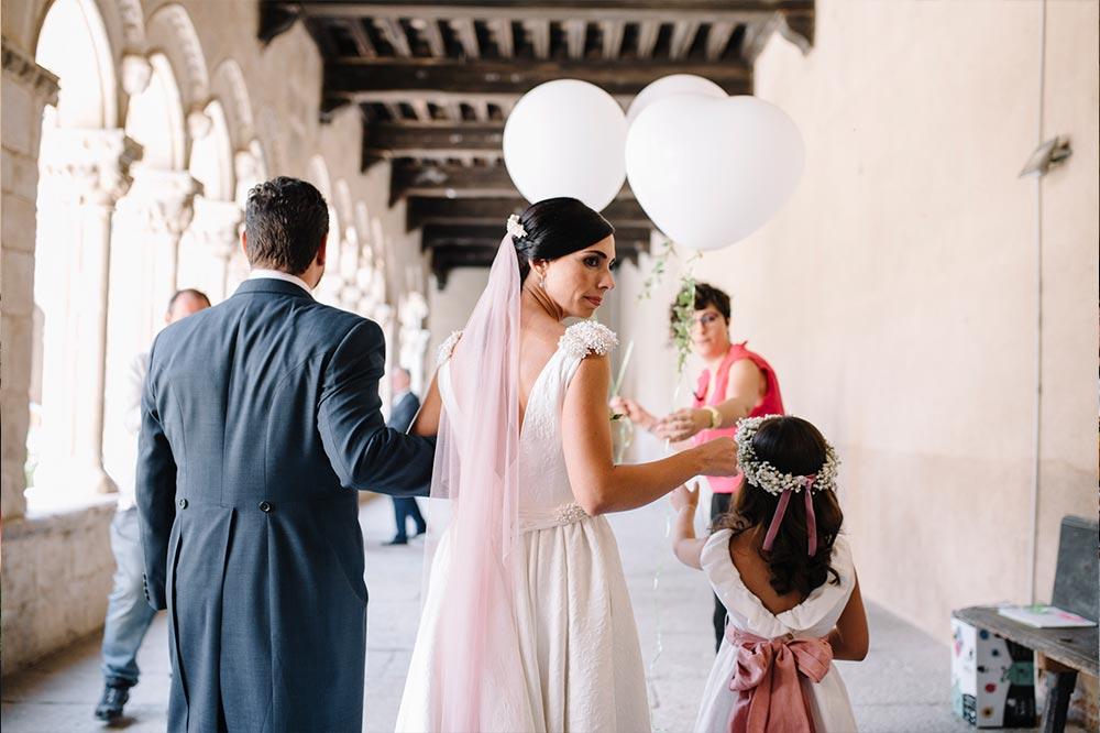 ceremonia suelta de globos rito recuerdo boda-girasoles-amarillo-Segovia17