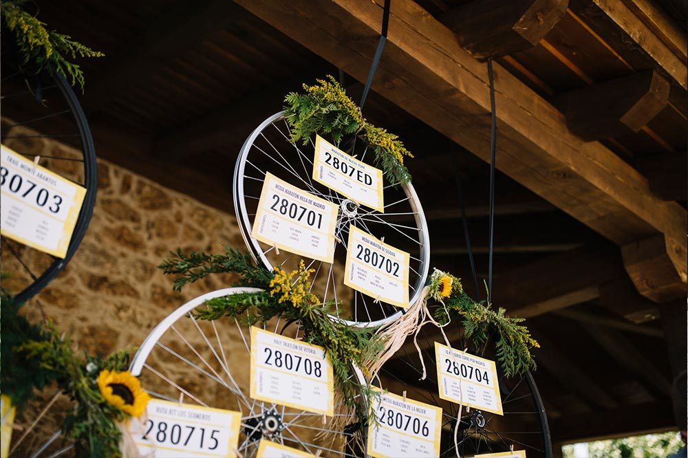 detalle seaTING RUIEDAS triatlon dorsal- boda-girasoles-amarillo- BODA DEPORTE TRIATLÓN Segovia31