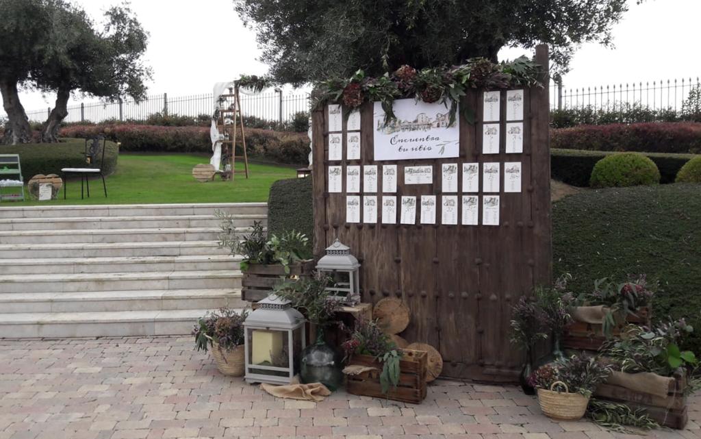 seating plan puerta madera acuarela rústico boda-con decoración de olivos Aranjuez