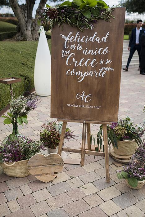 detalles cartel zazu iglesia preparativos boda-con decoración de olivos chinchón