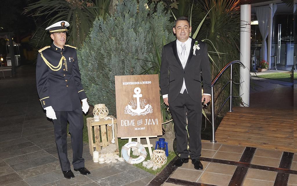 Novios rincón de bienvenida boda Marinera o marítima con cartel de madera